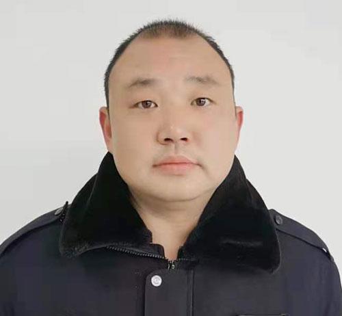 驾校教练王伟